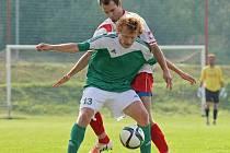 Ždírec se v přípravném zápase proti Vrchovině prosadil pouze jednou. O jeho branku se postaral střelec Michal Najman (v popředí).