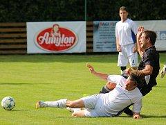 Druhou prohru v domácím prostředí si připsali fotbalisté Havlíčkovy Borové (v bílém), kteří nestačili na Světlou.