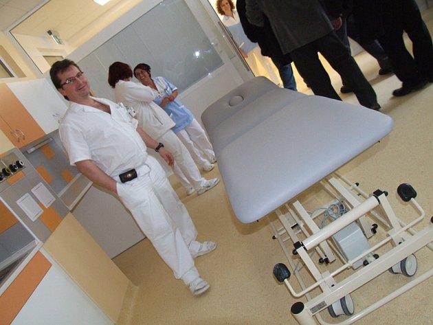 Už slouží. Zbrusu nová budova Emergency, která byla přistavena k havlíčkobrodské nemocnici, už začíná sloužit pacientům.