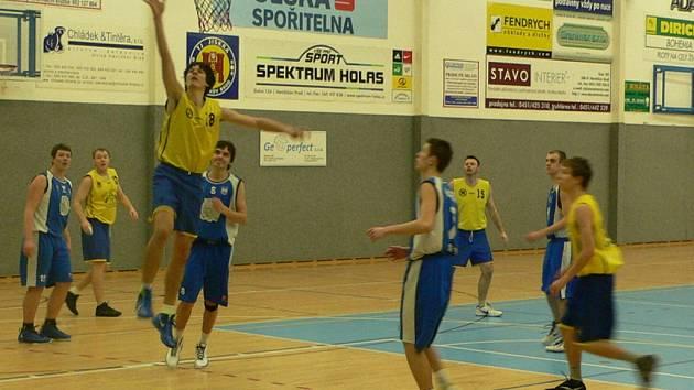 Třetí místo. To obsadili basketbalisté brodské Jiskry ve Final fout. Nejprve nestačili na Skuteč, o bronz zdolali Třebovou.