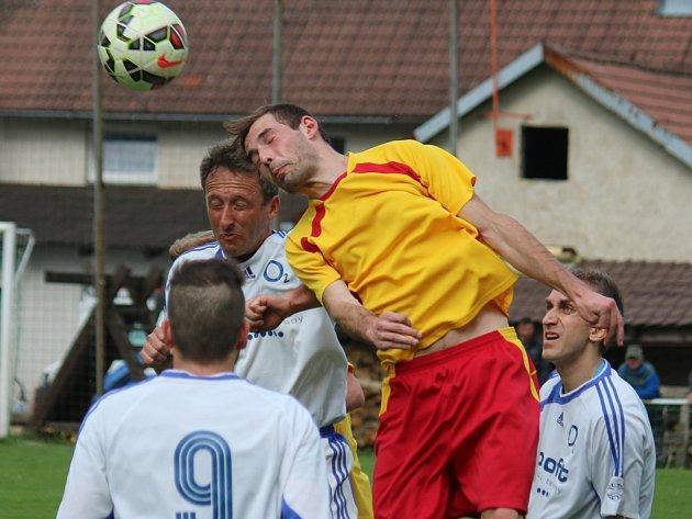 Gólový závěr se povedl fotbalistům Štoků (uprostřed), kteří rozhodli o výhře nad Lípou, když se prosadil dvakrát prosadil Lóži.