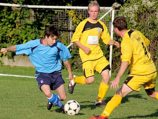 Soustředění. Jím včera zahájili zimní přípravu fotbalisté Lípy (vlevo), které potrvá do neděle. Podle trenéra Zdeňka Jungvirta budou jeho svěřenci mít dvoufázové tréninky.
