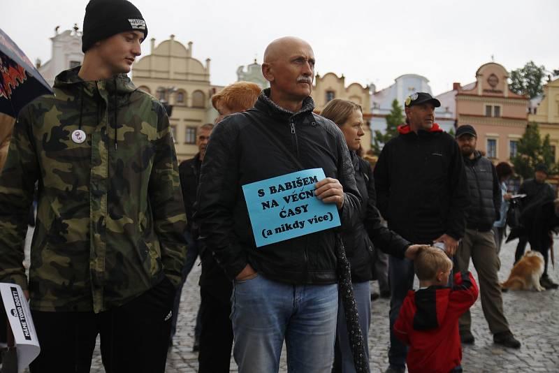 """Demonstrace proti Andreji Babišovi s mottem """"Nechceme premiéra, který krade"""""""