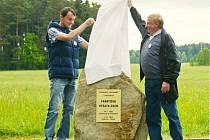 Součástí turistických oslav v Sobíňově bylo i odhalení pomníku cestovateli Františku Vyšatovi, který nějaký čas žil v nedaleké Hlíně.