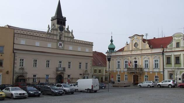 Stará radnice v Havlíčkově Brodě, původně pozdně gotická stavba, byla renesančně přestavěna po požáru v 60. letech 16. století. V patře   se nachází velká síň s valenou klenbou zdobenou štukovými rámy.