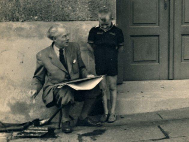 Otakar Štáfl prožil své mládí v ulicích tehdejšího Německého Brodu, kde rád vysedával a maloval.