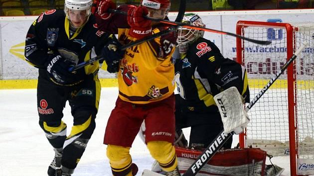 Hokejisté jihlavské Dukly v pondělním domácím zápase porazili Kadaň, která sice v poslední třetině zabrala, ale na vyrovnání už nedosáhla.