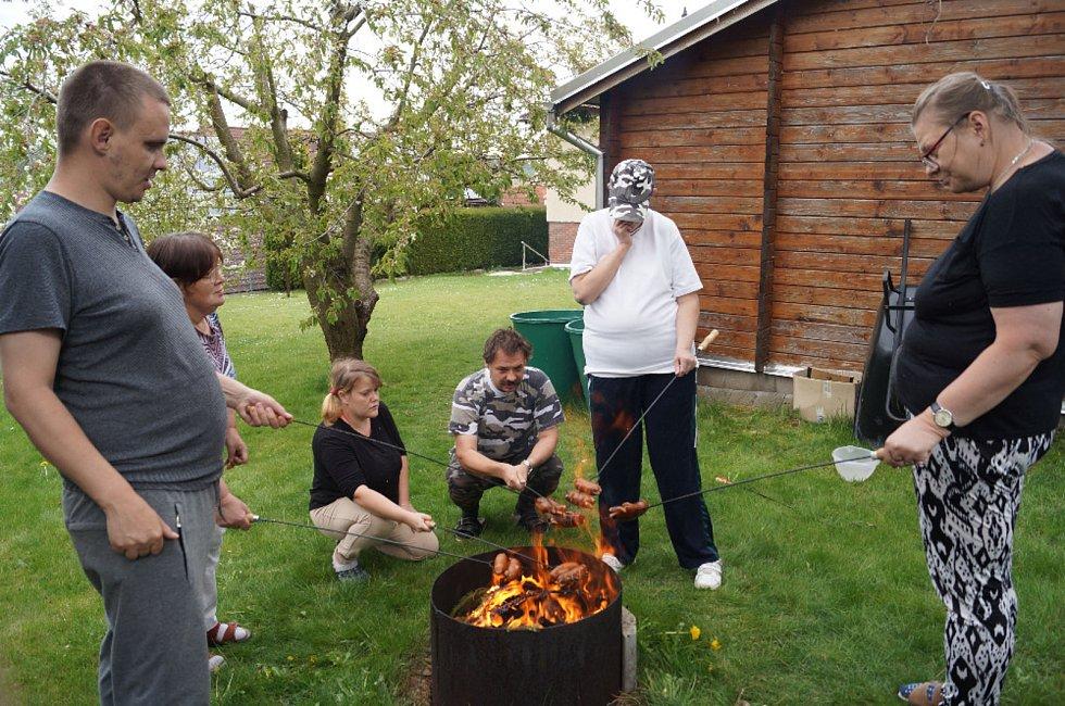 Čarodějnice a první máj si v Domově Háj užili