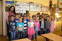 Na snímku jsou žáci 1.C Základní školy Ledeč nad Sázavou s třídní učitelkou Mgr. Soňou Pecho.