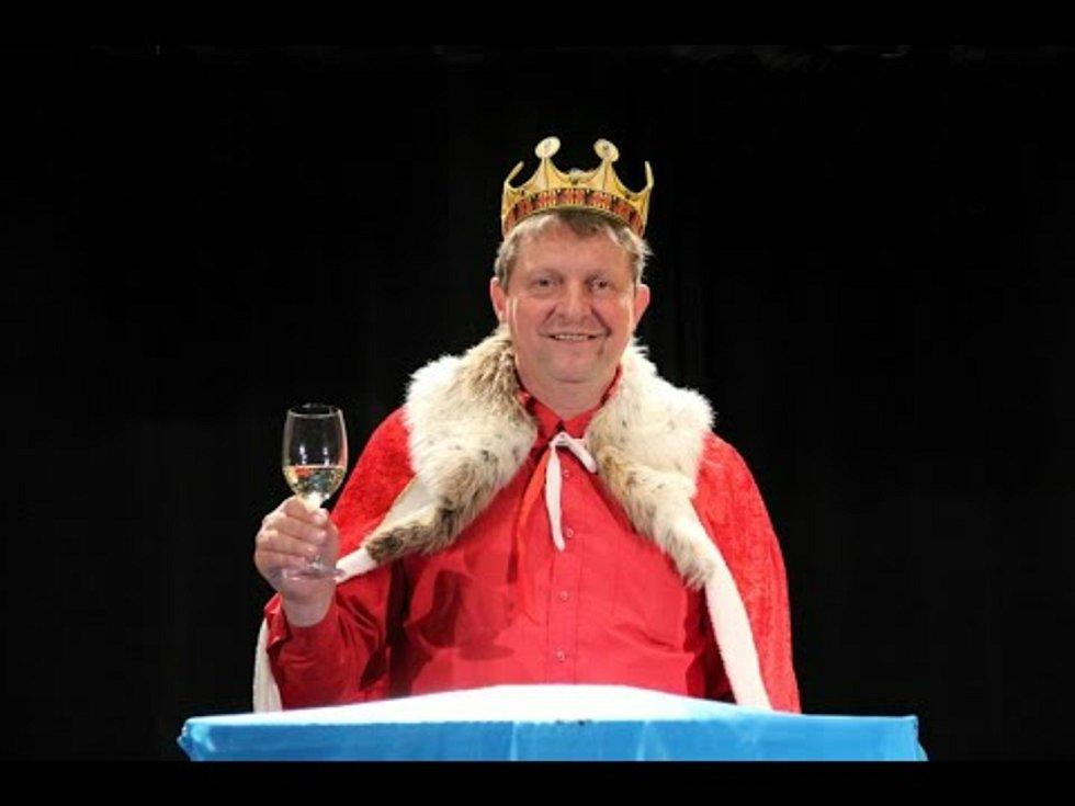 Starosta Václav Vacek se kvůli novoročnímu projevu oblékne i do kostýmu.