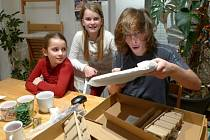 Jedním z konkrétních projektů je například nedávná pomoc třiceti dětem na Vysočině. Ty získaly nové notebooky.