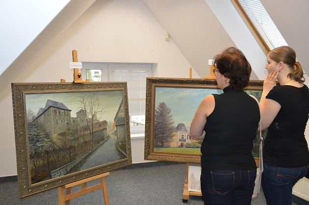 Ve světelské galerii Na Půdě probíhá výstava obrazů malíře Milana Lepešky, nazvaná Valéry lesní duše.