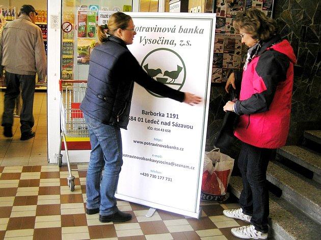 Chybějí dobrovolníci, kteří by chtěli celý den v obchodě vysvětlovat návštěvníkům poslání celé akce.