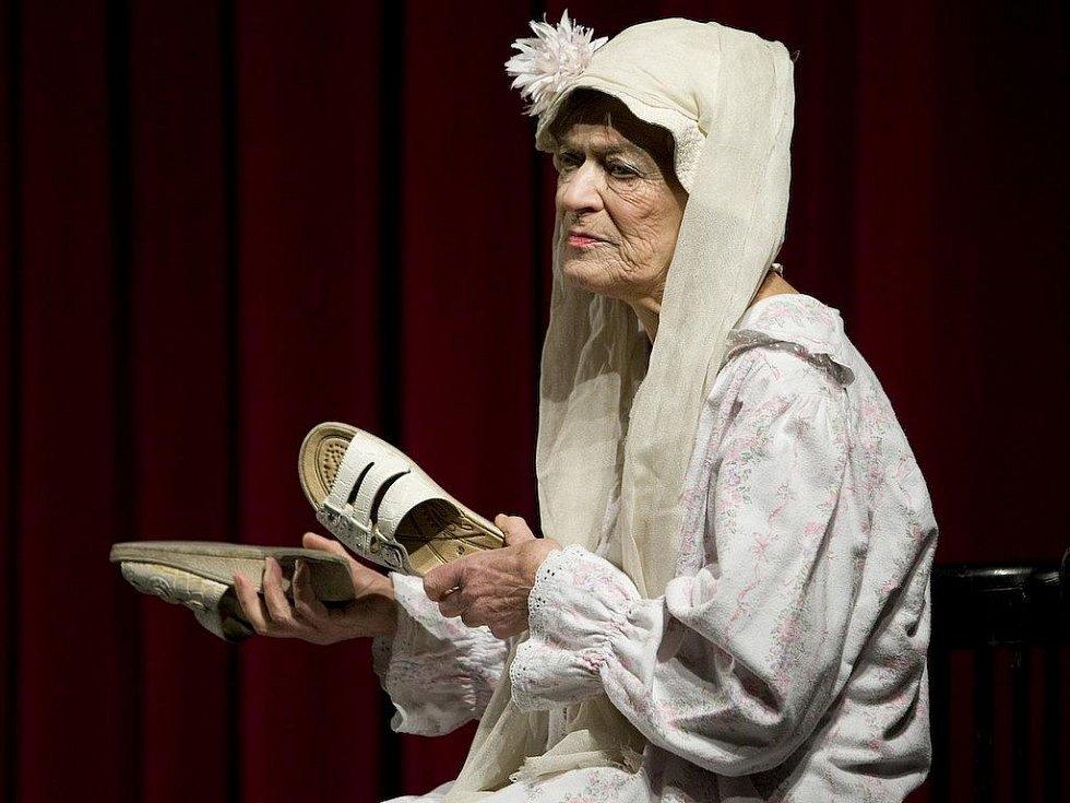Stále vitální herečka Luba Skořepová se zpovědi o ženských osudech zhostila s vtipem.