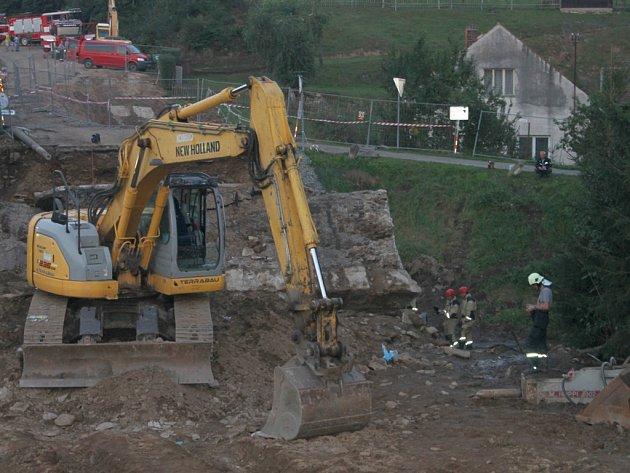 Loni 4. září pohřbil vilémovský most čtveřici lidí, kteří pod ním v té době pracovali.