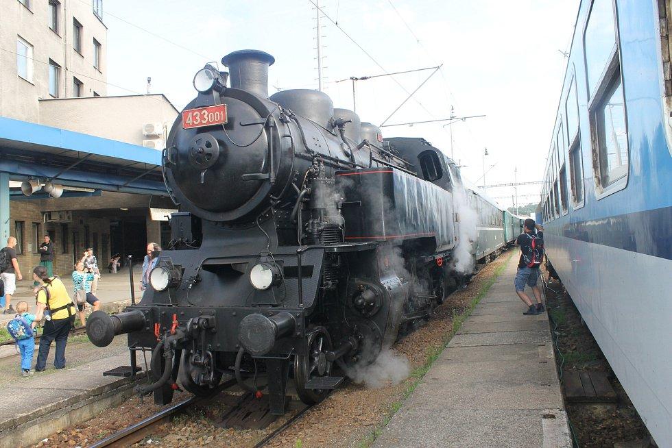 Parní lokomotiva Skaličák ve středu vyrazila z Brodu do Nedvědice.