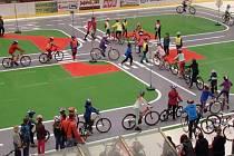 Možnost vyzkoušet si jízdu na kole na dopravním hřišti dali v Havlíčkově Brodě dětem městští strážníci.