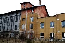 Budova podléhá devastaci.