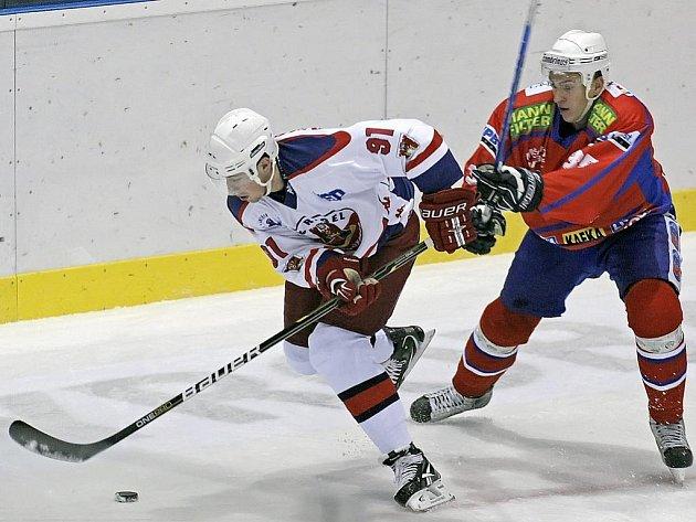 Hokejisté Havlíčkova Brodu už v pěti zápasech absolvovali prodloužení či samostatné nájezdy. Ve dvou případech, v Třebíči (na snímku M. Ondráček a Malinský) a Olomouci, získali bod navíc.