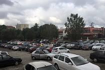 Provizorní parkoviště nahradí nový areál Krajské knihovny Vysočiny.