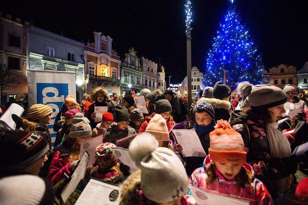Česko zpívá koledy 2019 na Havlíčkově náměstí v Havlíčkově Brodě.