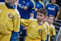 Malí fotbalisté z Havlíčkova Brodu doprovodili na hrací plochu druholigové fotbalisty FC Vysočina Jihlava a FK Varnsdorf.