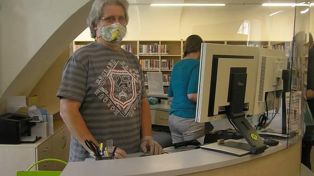 Čtenáři plní knihovny na Vysočině. Vrácené romány míří do karantény