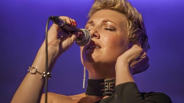 Eliška Mlatečková zpívala pro záchranu cenných varhan.
