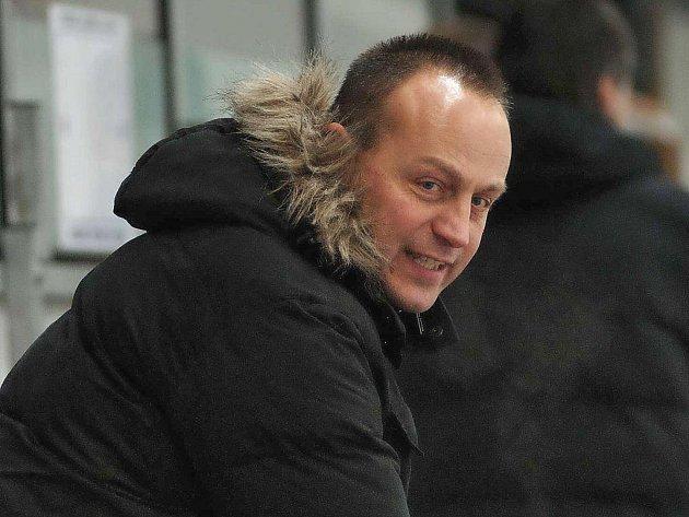 Kouč prvoligových hokejistů Havlíčkova Brodu Petr Novák (na snímku) je díky některým svým komentářům obdivován i nenáviděn. Je to jeden z aktérů utkání, kterého na zápasů Rebelů rozhodně nepřehlédnete.
