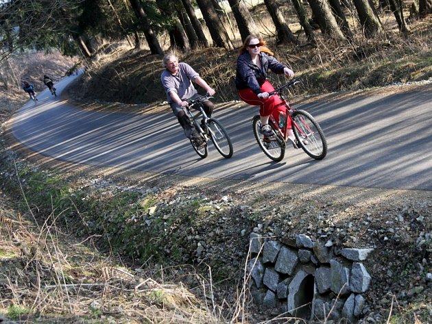 Čilý ruch v tomto týdnu zavládl na nové cyklostezce mezi Přibyslaví a Sázavou.