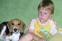 Jakub Kunášek. Chlapec je postižený dětským autismem, pomůže jen speciální léčba.