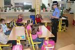 Líp než trestat je kriminalitě předcházet. Strážníci uskutečnili 147 besed a přednášek na středních školách, základních školách a mateřských školách vBrodě a okolí.
