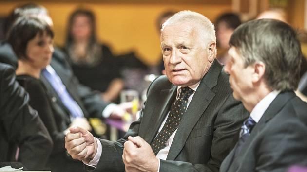 Jasné ne! To je potřeba podle Václava Klause říct migrační politice.