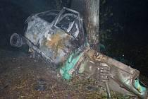 Zatím poslední autonehoda, kterou řidič zaplatil životem, se stala předevčírem před půlnocí u Nového Města na Žďársku (na snímku). Mladík v autě zahynul.
