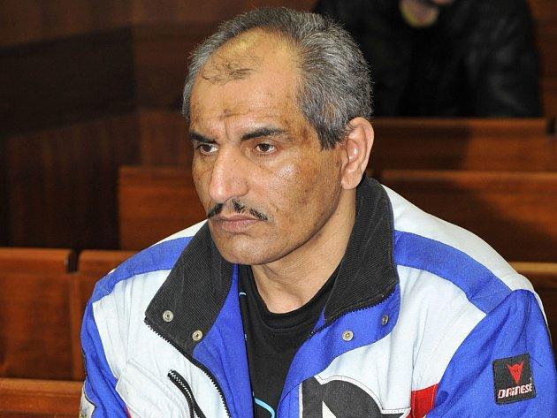Před senátem VS v Olomouci včera stanul František Růžička (na snímku) obžalovaný z loňské vraždy vyhazovače na diskotéce v Moravských Budějovicích na Vysočině. Krajský soud Růžičku potrestal 17 lety vězení, muž se ale proti tomuto rozsudku odvolal.