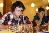 Mladí šachisté předvedli v Havlíčkově Brodě celou řadu zajímavých partií. Kompletní výsledky najdou zájemci na: www.sachy-hb.tym.cz/mcrj13.