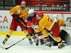 Důležité body získali mladší dorostenci nad Dynamem Pardubice. Prim v zápase hráli Teplý s Pejchalem, kteří si připsali po dvou kanadských bodech.