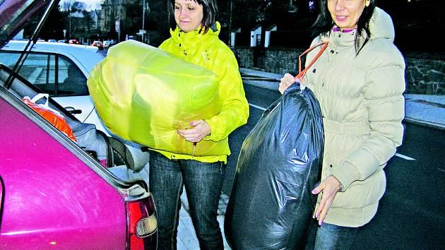 Ježíšek pro zvířata. Edita Dobrovolná a Olga Machová si na ochotu dárců nemohly stěžovat.