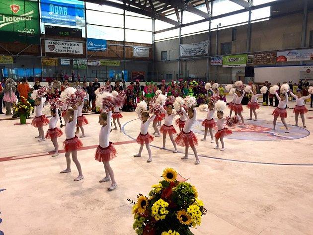 V sobotu se v Chotěboři představilo více než 550 mažoretek na druhém ročníku Juniorské hůlky.