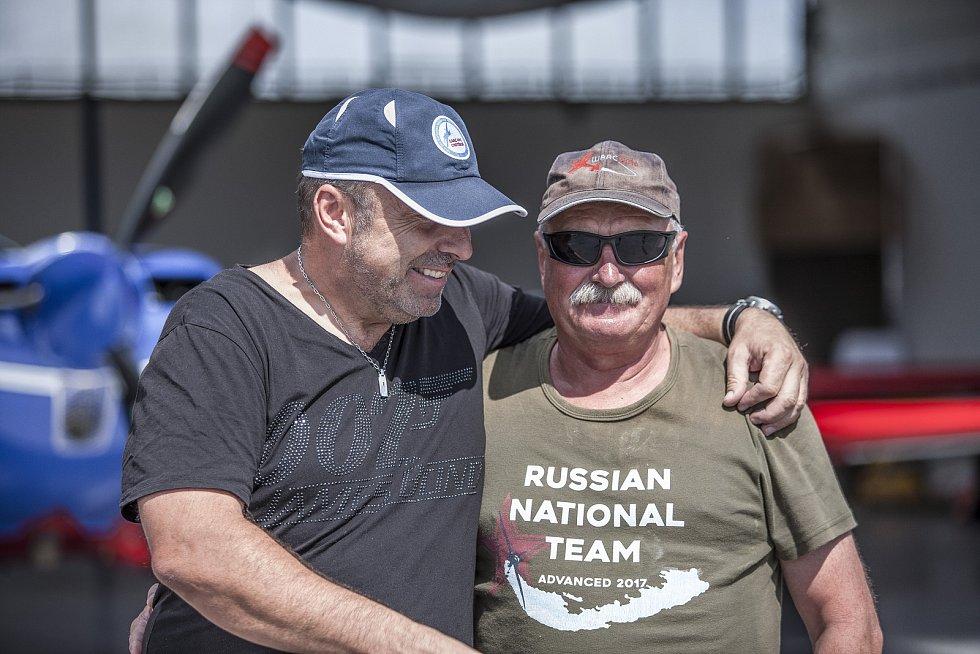 """Jan Adamec s Vladimirem Kotelnikovem. """"Před deseti lety, kdy jsem ještě závodil a vyhrál bronz, mi to ve vzduchu pěkně osolil,"""" směje se Jan Adamec."""