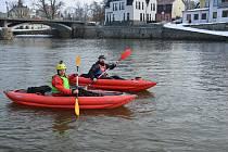 Jirka s Danem se rozhodli pro první letošní plavbu.