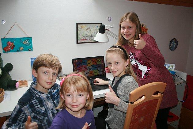 Jedním zkonkrétních projektů je například nedávná pomoc třiceti dětem na Vysočině. Ty získaly nové notebooky.