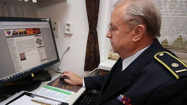 Ve Šlapanově se pod rukama Jaroslava Pospíchala (na snímku) tvoří webové stránky dobrovolných hasičů okresu Havlíčkův Brod.