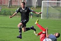 Šest minut před koncem v zápase se Starou Říší se podařilo vyrovnat Janu Pohnětalovi (vpravo).