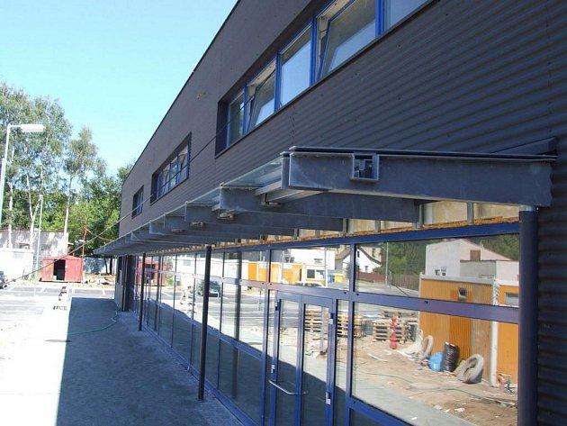 Rekonstrukce Sportovního centra Pěšinky je téměř hotova. Centrum poskytne zázemí příznivcům mnoha druhů sportu, nabídne i klubové prostory.