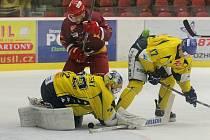 Jako skála. Ústecký gólman Koutský byl svému týmu ve třetím čtvrtfinalovém zápase proti Jihlavě velkou oporou. Severočeši ovládli i třetí duel a k postupu   do semifinále jim chybí jediná výhra.