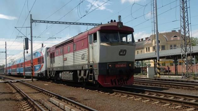 Pod koly jednoho z vlaků ukončila svůj život dvaapadesátiletá žena. (ilustrační foto)