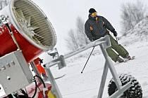 O nadcházejícím víkendu si lidé v tomto zimním středisku budou moci zalyžovat i večer pod nově opraveným osvětlením.