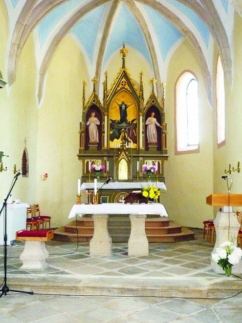 Hosty benefičního koncertu přivítá vymalovaný kostel