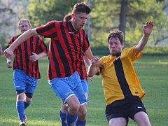 Dva góly v Bedřichově vstřelil pohledský Michal Sobotka (vlavo), který svému týmu trefil důležité tři body.